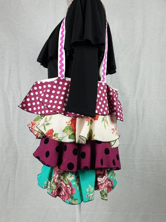 Bolso de feria para flamenca con bonitos volantes combinados entre si