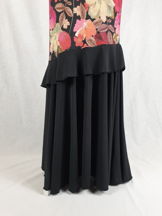 Falda flamenca con flores y corte sirena con volante en la rodilla