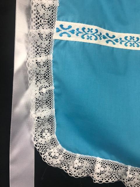 Delantal para huertana turquesa con puntillas blancas