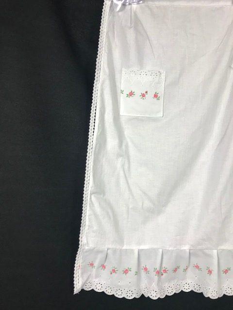 Delantal de huertana adulta con flores en las puntillas y un bolsillo