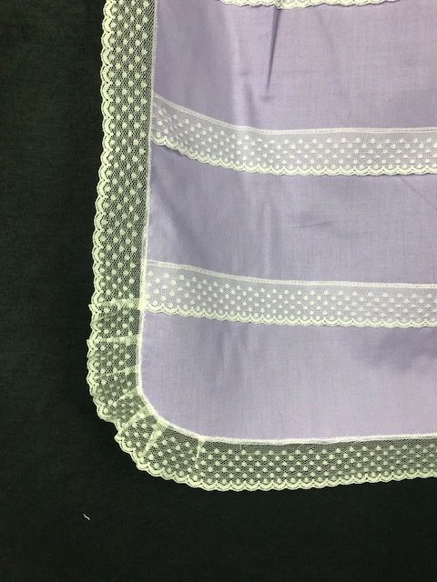 Delantal de huertana adulta lila con puntillas blancas