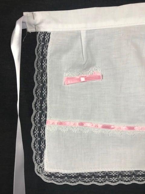 Delantal de huertana bebe en color blanco y cintas de raso en color