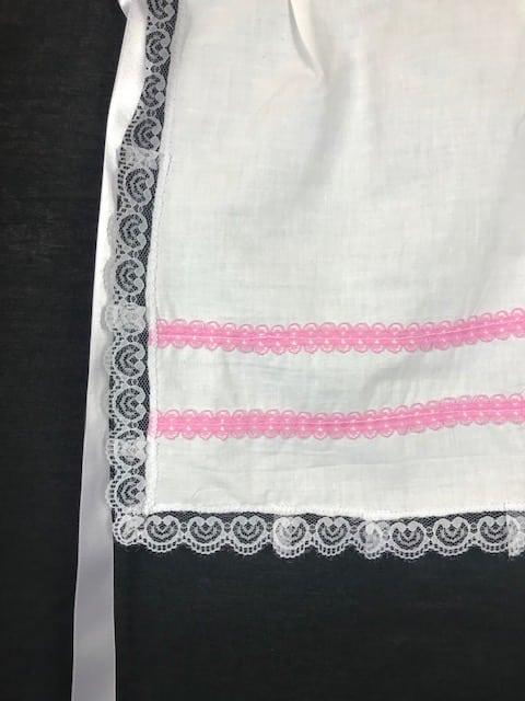 Delantal huertana niña en blanco y detalles en rosa