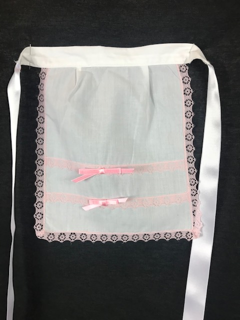 Delantal huertana niña en color blanco con lazos rosa