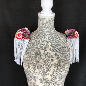 Hombreras con flores para flamenca muy originales