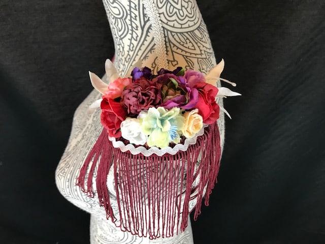 Hombreras flamencas con flores de tela y flecos para adornar tus trajes de flamenca