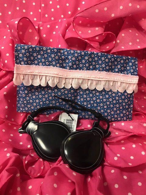 Funda de castañuelas de color azul y florecitas rosa con acolchado interior