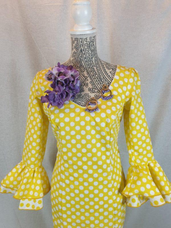Traje de flamenca amarillo con lunares blancos