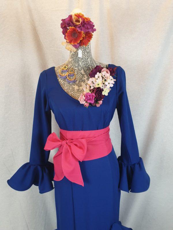 Traje de flamenca azulón con mangas al codo y seis volantes