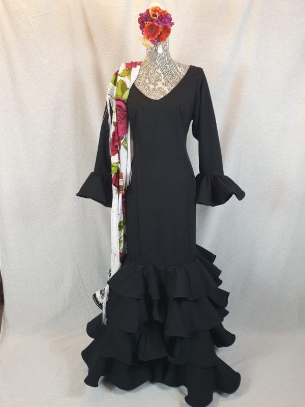 Traje de flamenca negro básico para lucir con cualquier complemento
