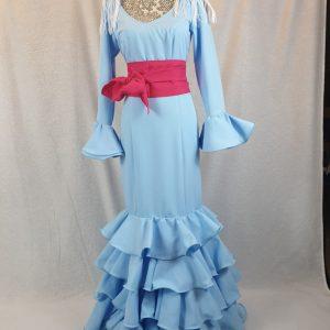 Traje flamenco celeste confeccionado en tejido streck