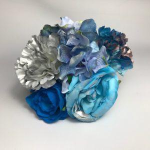Ramillete de flores para flamenca con bonitas flores de colores combinadas entre si