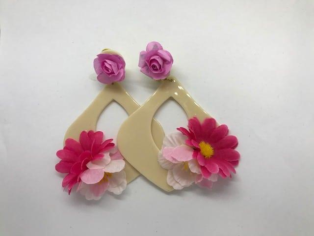 Pendientes de flamenca con flores para complementar tu traje flamenco