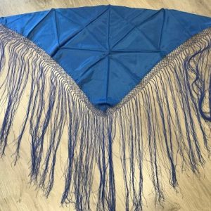 Pico huertana señora azulón con flecos hechos a mano