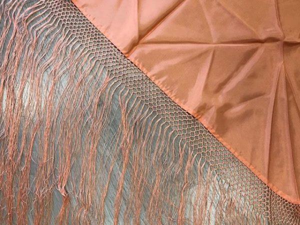 Pico huertana señora salmon con flecos hechos a mano