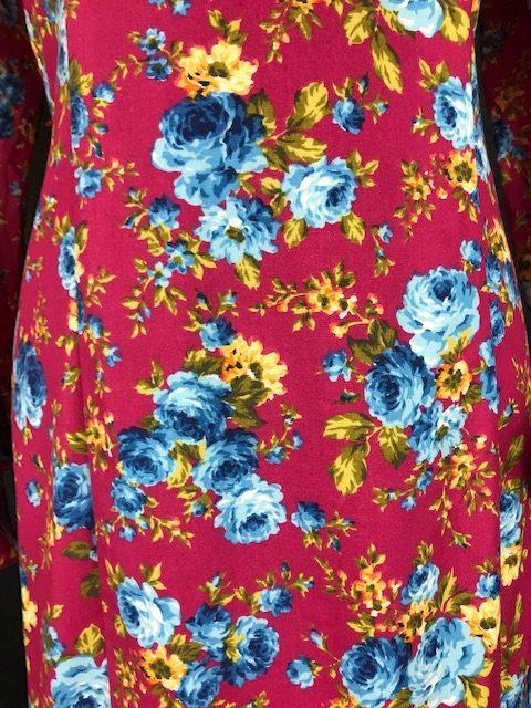 Traje rociero flores azules con fondo buganvilla
