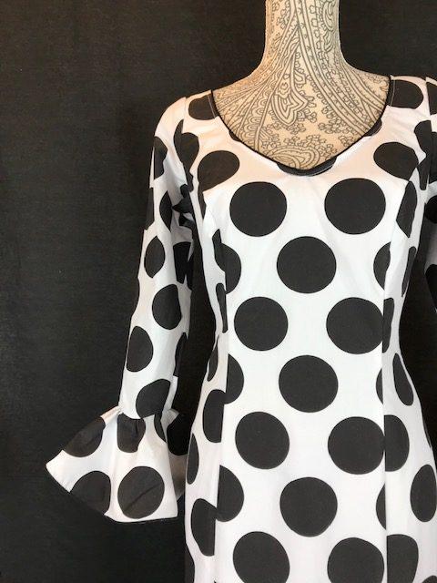 Traje de flamenca blanco con lunares grandes negros
