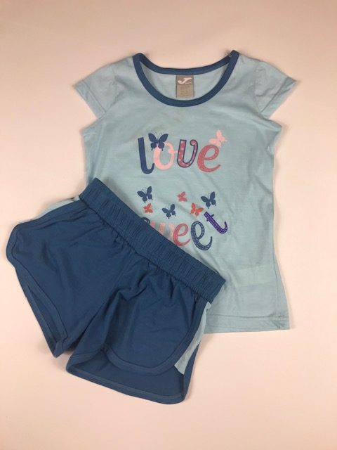 Conjunto deportivo niña azul compuesto por camiseta y pantalon corto