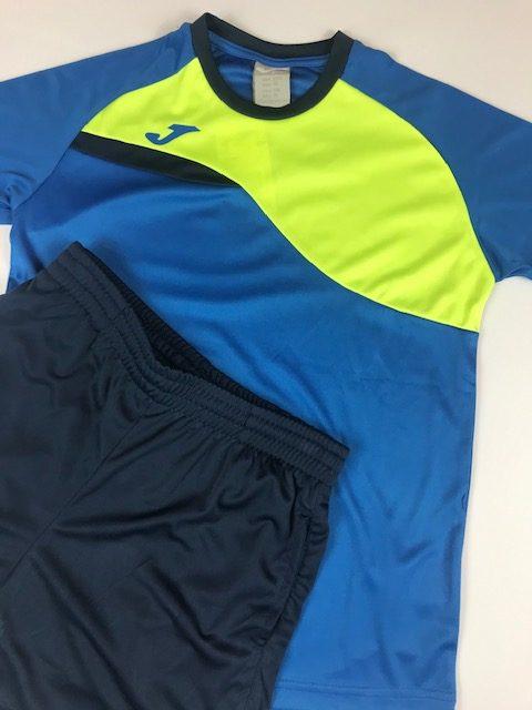 Conjunto deportivo niño azul compuesto por camiseta y pantalon corto