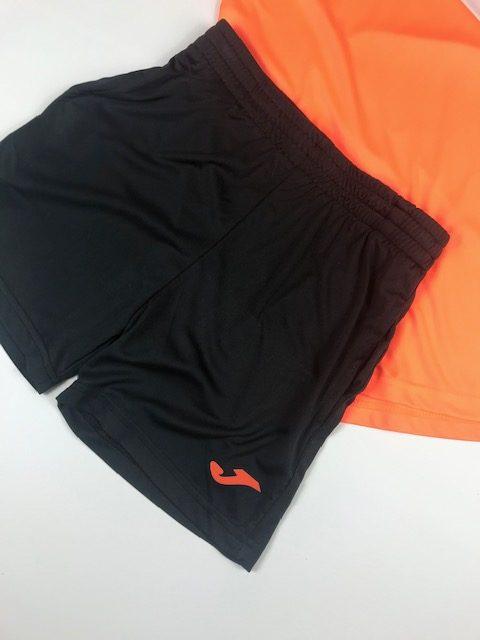Conjunto verano niño naranja compuesto por camiseta y pantalón