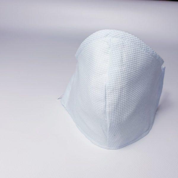 Mascarilla de tela blanca lavable y reutilizable