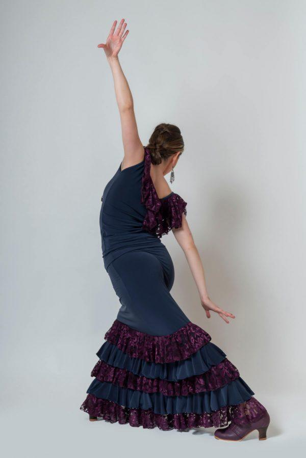Falda flamenca elástica con 5 volantes combinados en punto y blonda