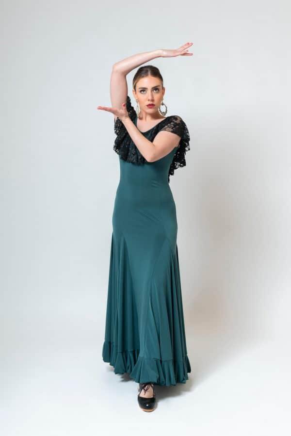 Vestido flamenca verde oliva con blonda negra en escote y falda