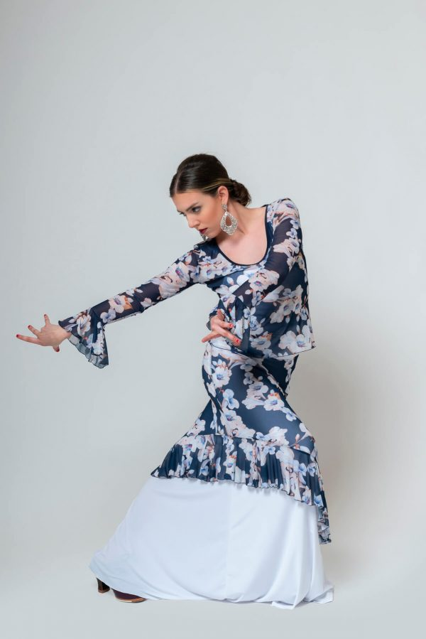 Camiseta flamenca floreada en tono azules