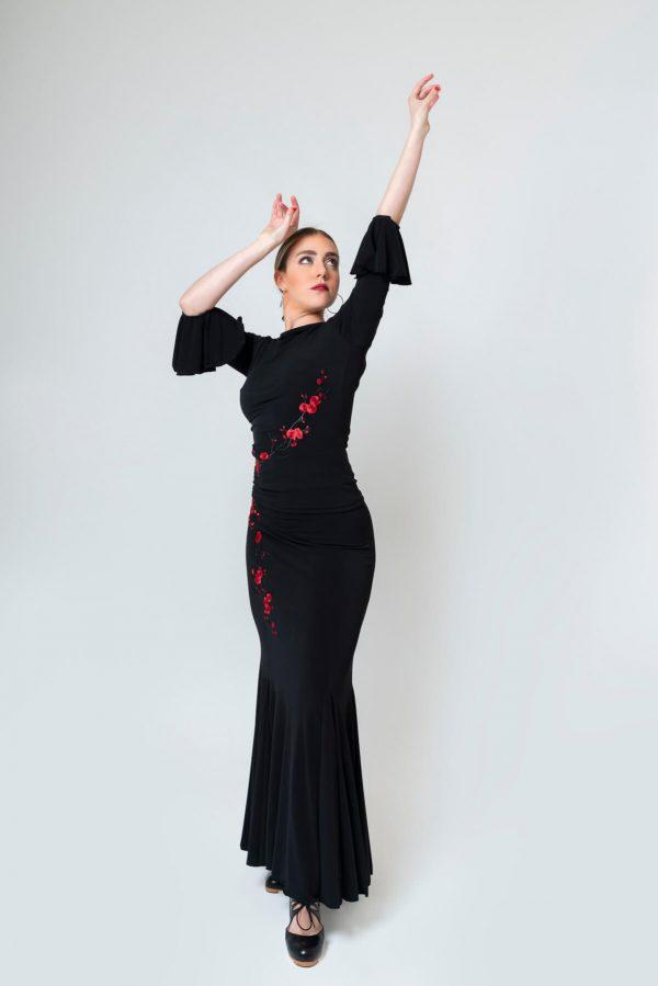 Top flamenco con flores bordadas