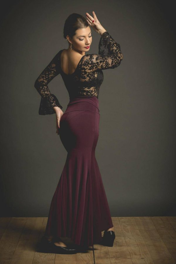 Falda de ensayo para flamenca en color berenjena